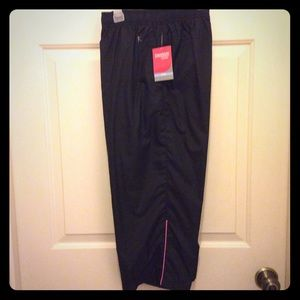 New Danskin Now Loose capris black pink stripe S